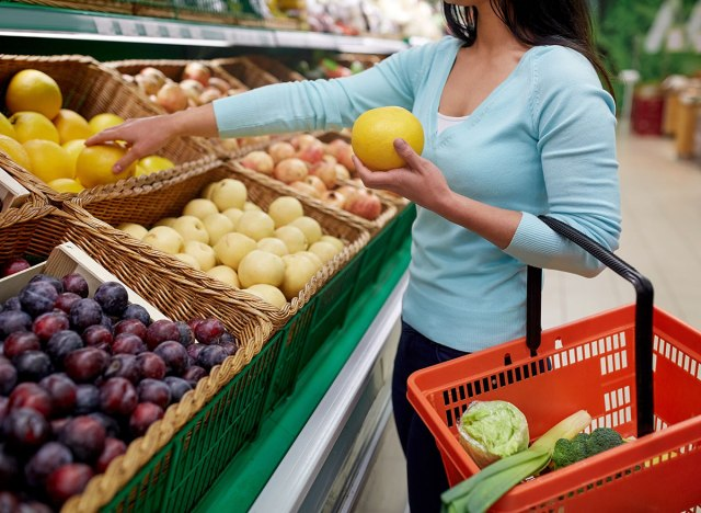 woman grocery store for fruit